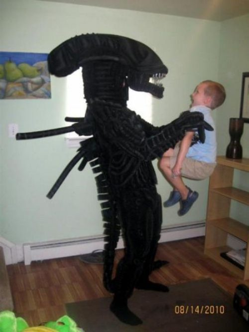 Dad Dresses as Alien Scares Kid